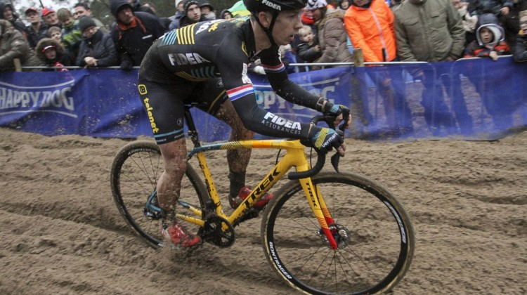 Lars van der Haar rips through the sand as some young fans watch on. 2019 Dutch Cyclocross National Championships, Huijbergen. © B. Hazen / Cyclocross Magazine
