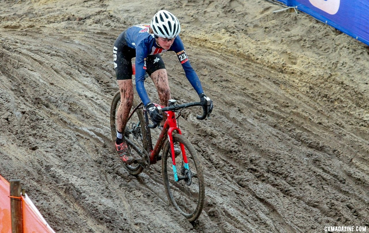 Madigan Munro navigates the rutted descent at Hoogerheide. Elite Women. 2019 Hoogerheide World Cup, GP Adri van der Poel. © B. Hazen / Cyclocross Magazine