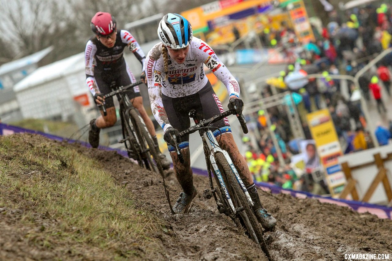Worst leads Arzuffi. The teammates would finish 13th and 14th. Elite Women. 2019 Hoogerheide World Cup, GP Adri van der Poel. © B. Hazen / Cyclocross Magazine