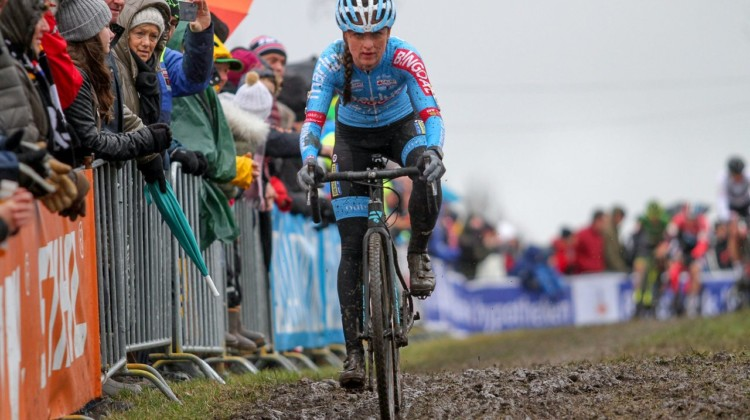 Betsema was aggressive early. Elite Women. 2019 Hoogerheide World Cup, GP Adri van der Poel. © B. Hazen / Cyclocross Magazine