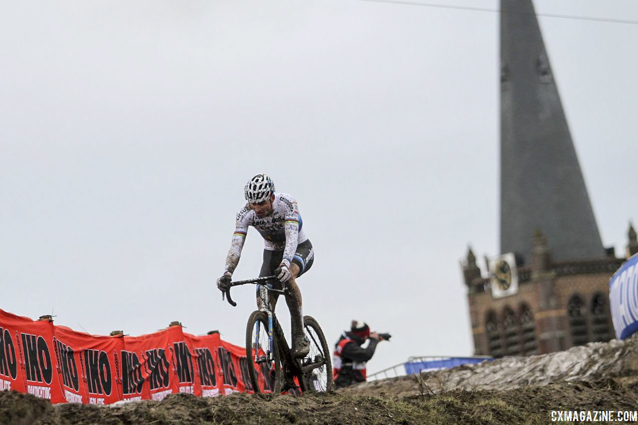 Van der Poel held a lead heading into the bell lap. 2019 World Cup Hoogerheide. © B. Hazen / Cyclocross Magazine