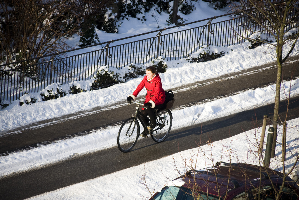 With the right gear, winter commuting is an accesible activity. photo: flickr user Mikael Colville-Anderson