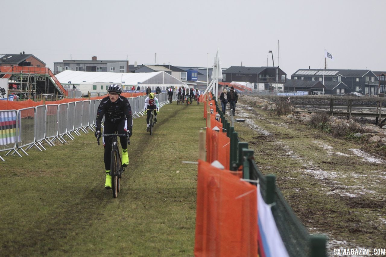 There are several long drags along the sea.2019 Bogense World Championships Course Preview. © Z. Schuster / Cyclocross Magazine