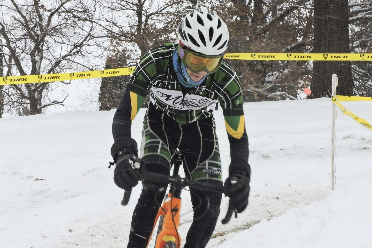 Ski goggles are helpful for commuting and can pull double duty at cold, snowy cyclocross races. © Z. Schuster / Cyclocross Magazine