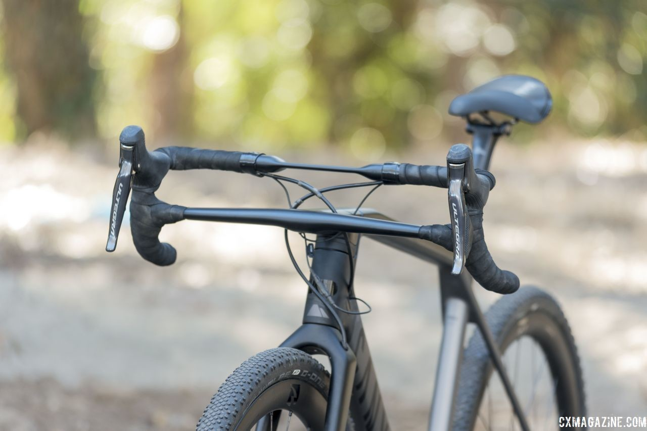 The effective handle bar sits 5cm above the level of the stem. The integrated cockpit is not adjustable. Canyon Grail CF SLX 8.0 Gravel Bike. © C. Lee / Cyclocross Magazine
