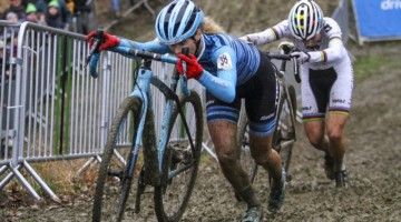 Jolanda Neff and Sanne Cant battle at the 2019 GP Sven Nys. Elite Women- DVV Verzekeringen Trofee. © B. Hazen / Cyclocross Magazine