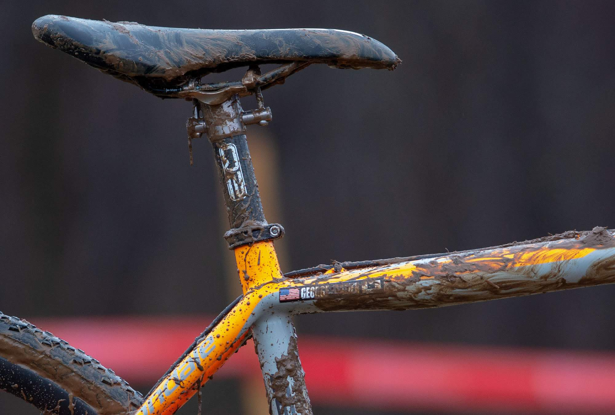 Frazier's Q2 carbon seatpost has no setback to the seat clamp and