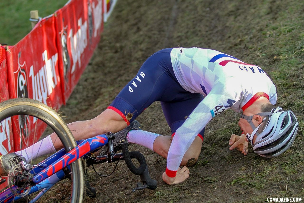 Pidcock took an early tumble on the off-camber. 2019 Telenet Superprestige Noordzeecross Middelkerke. Elite Men. © B. Hazen / Cyclocross Magazine
