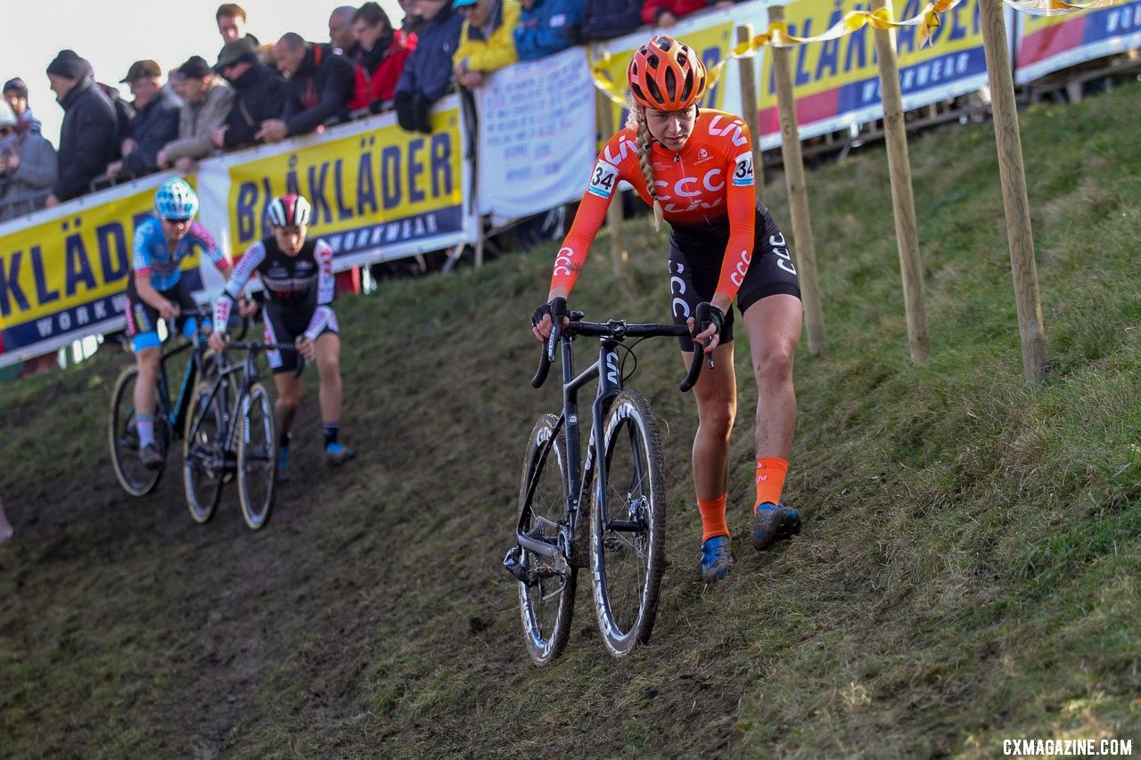 The off-camber proved to be a deciding factor in the race. Van der Heijden struggled on it, while the leaders rode away. 2019 Telenet Superprestige Noordzeecross Middelkerke. Elite Women. © B. Hazen / Cyclocross Magazine