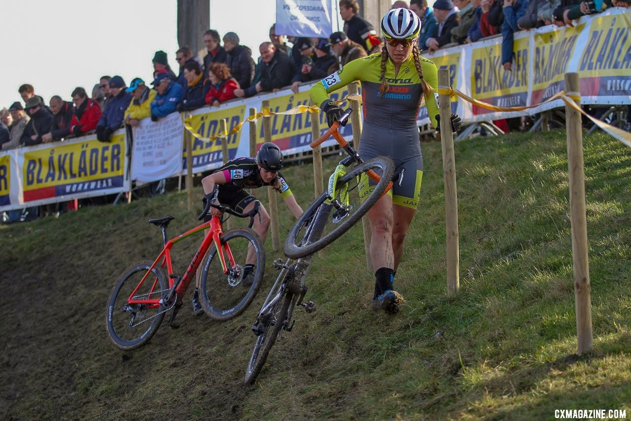 Fahringer tackles the off-camber. 2019 Telenet Superprestige Noordzeecross Middelkerke. Elite Women. © B. Hazen / Cyclocross Magazine