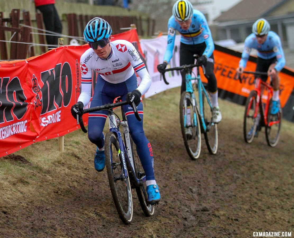 Tulett on the attack. Junior Men, 2019 Cyclocross World Championships, Bogense, Denmark. © B. Hazen / Cyclocross Magazine