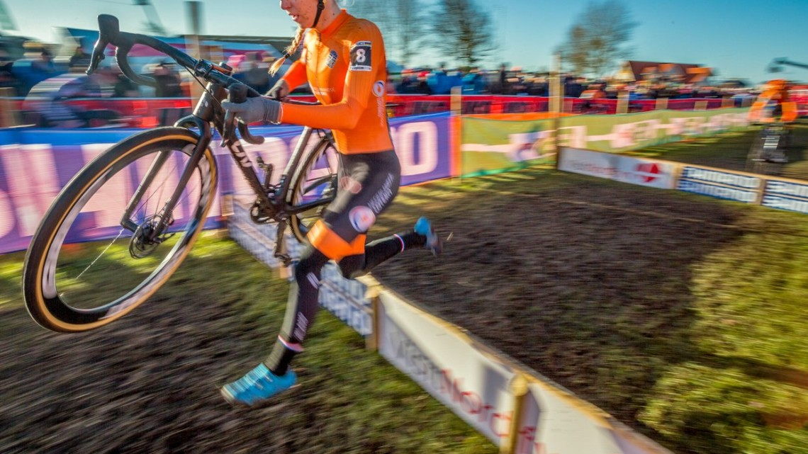 Inge van der Heijden knew she had a powerful sprint and kept it for the end. U23 Women. 2019 Cyclocross World Championships, Bogense, Denmark. © K. Keeler / Cyclocross Magazine