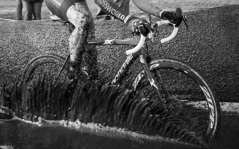 Stephen Hyde made the mud puddles stand up with his power. Elite Men, 2017 Zeven UCI Cyclocross World Cup. © J.Curtes / Cyclocross Magazine
