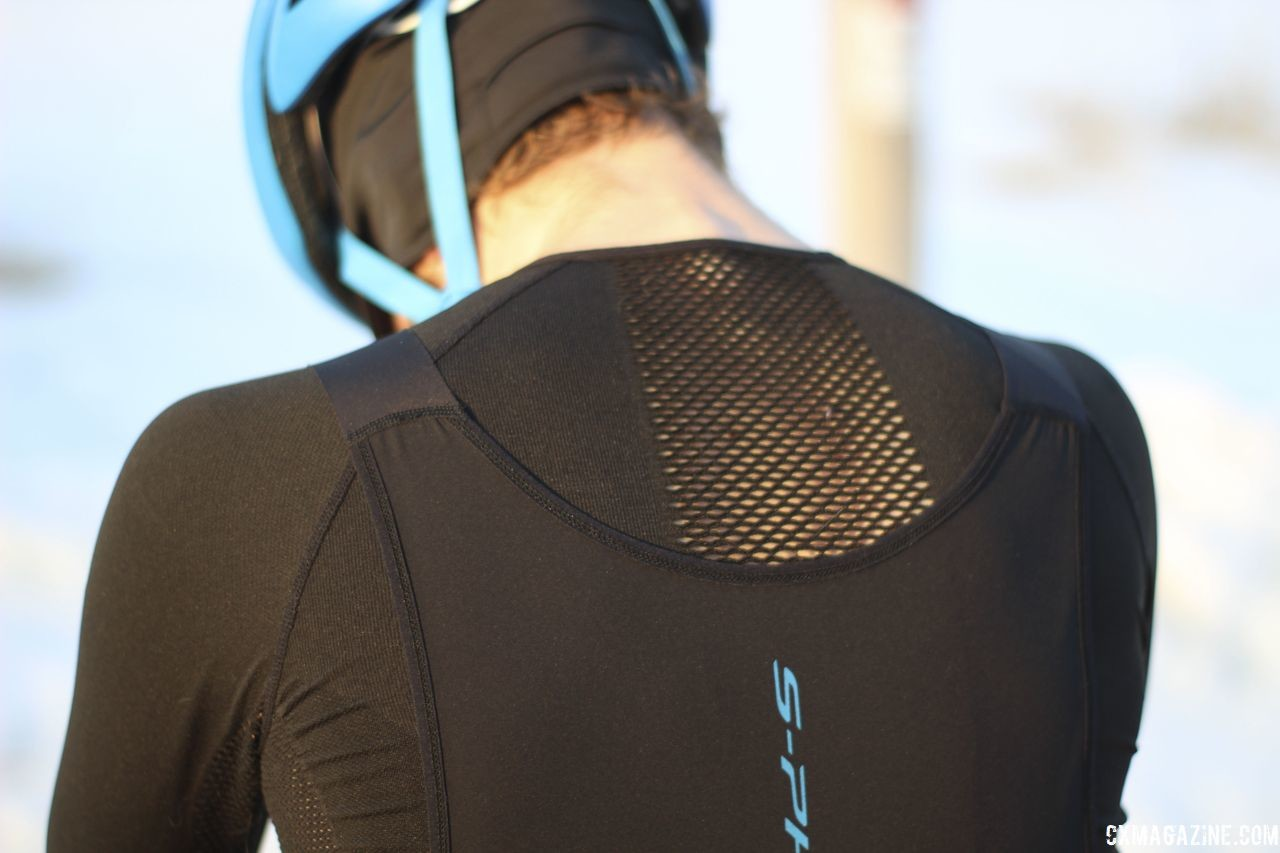 The base layer is well-vented, especially in the back. Shimano S-PHYRE Winter Gear. © Z. Schuster / Cyclocross Magazine