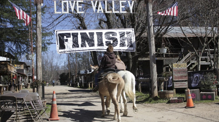 No cars allowed in Love Valley. 2019 Love Valley Roubaix Gravel Race, North Carolina. © Love Valley Roubaix