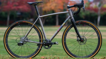 Dean Bikes Team Edition titanium cyclocross features a curved, ovalized top tube, and represents Dean's top-shelf cyclocross option. © A. Yee / Cyclocross Magazine