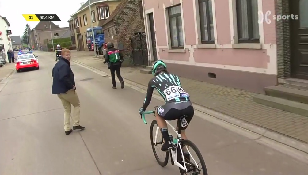 Hanselmann was eventually allowed to restart with her time gap on the peloton. photo: Proximus Sports live stream