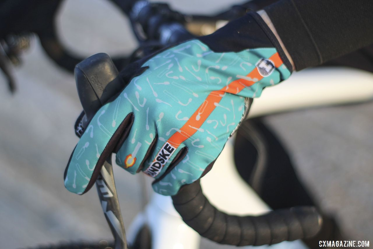 The Handske gloves feature a windproof outer layer that is quite colorful. Handske windproof cool-weather gloves. © Z. Schuster / Cyclocross Magazine