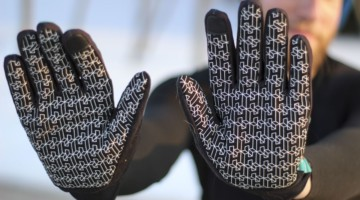 The gloves have a silicone grip to help you hold onto the bike. Handske windproof cool-weather gloves. © Z. Schuster / Cyclocross Magazine