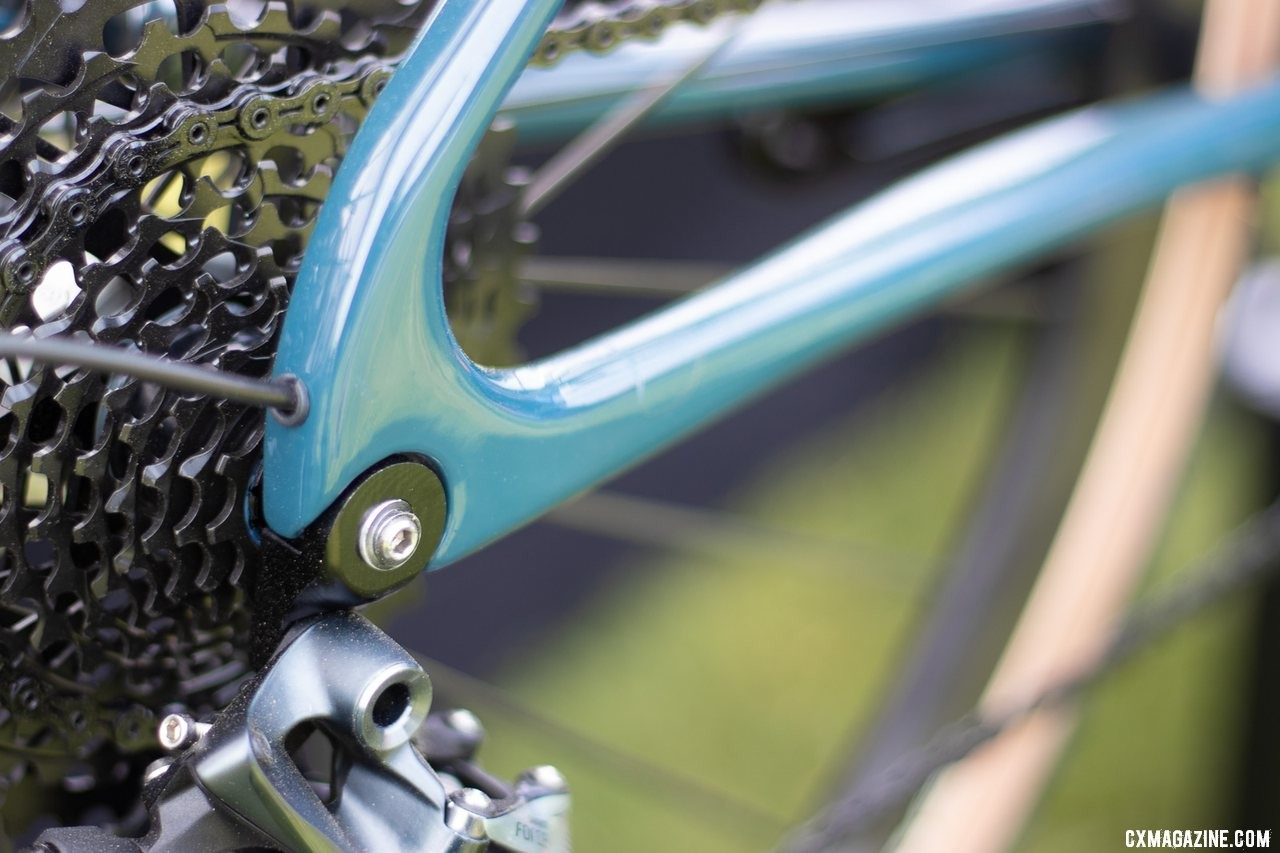 The Vielo V+1 UD carbon gravel bike has internal routing for rear derailleur cables. 2019 Sea Otter Classic. © A. Yee / Cyclocross Magazine