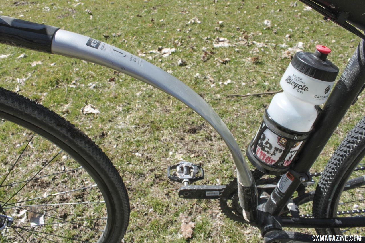 The down tube spring does eliminate a mounting point for bottles. Steve Westdorp's Alter Cycle Gravel Bike, 2019 Barry-Roubaix. © B. Grant / Cyclocross Magazine