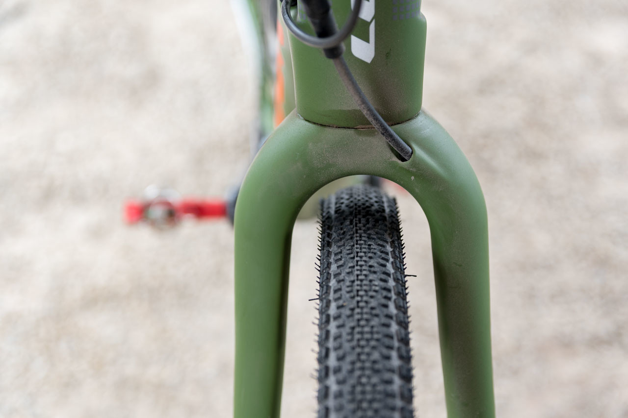 The fork has plenty of clearance with at 37mm WTB Riddlers in place. Look 765 Gravel RS Gravel Bike, 2019 Sea Otter Classic. © C. Lee / Cyclocross Magazine