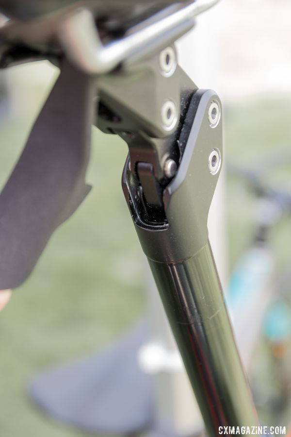 A magentic cover protects the suspension mechanism. Redshift Sports, 2019 Sea Otter Classic. © C. Lee / Cyclocross Magazine