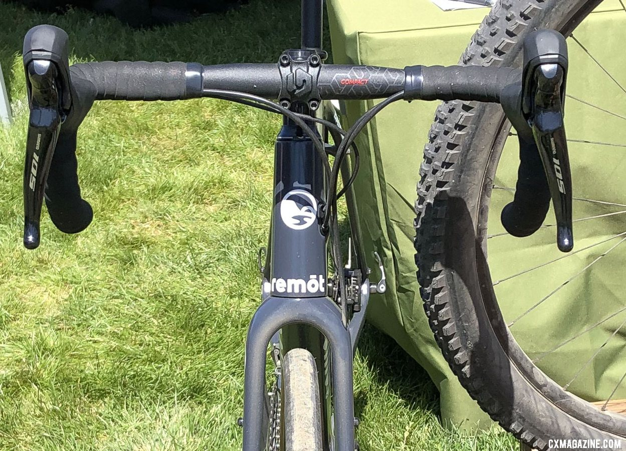 The new Remōt Baseline features an all-road build, with skinnier tires and slightly taller gearing. 2019 Sea Otter Classic. © S. Litvin / Cyclocross Magazine