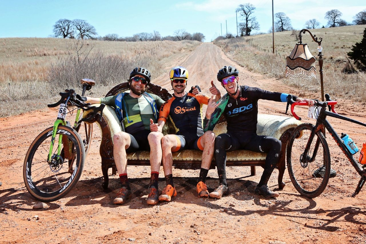 The tradition of the leaders stopping at the Lounge continues in 2019. Salsa Chase the Chaise Lounge. © Scott Haraldson / Salsa Cycles