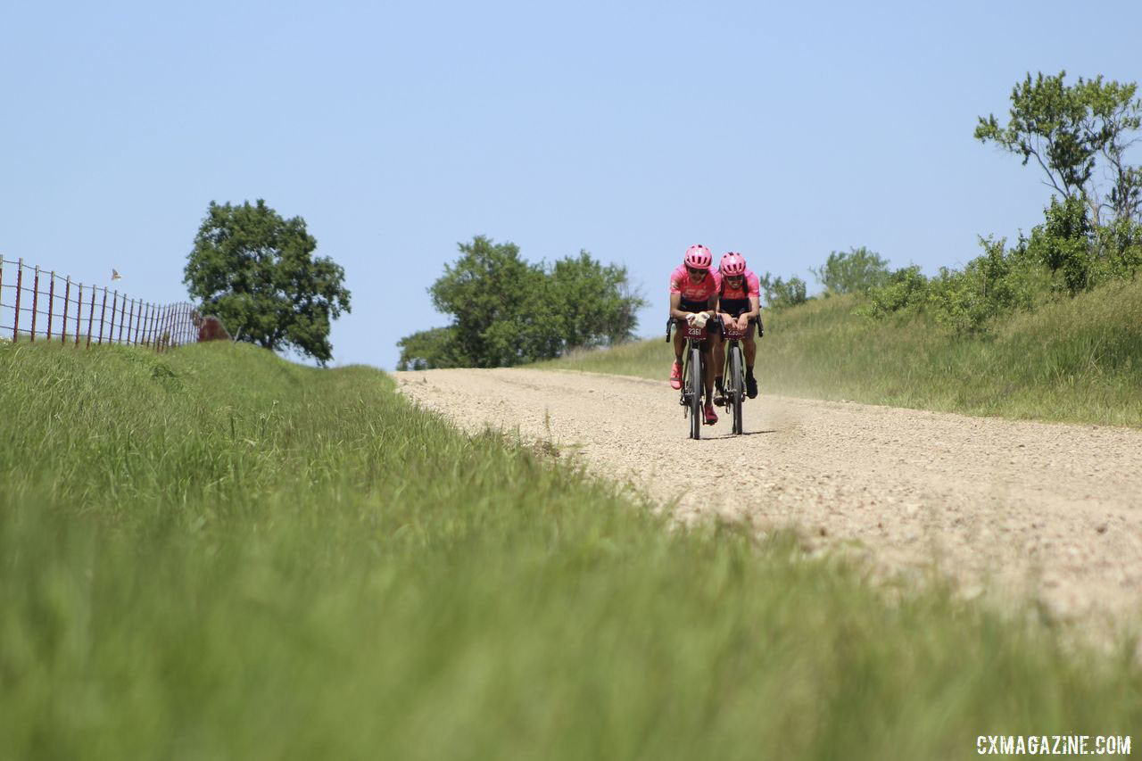 Morton and Howes faced a gap after Howes flatted. 2019 Men's Dirty Kanza 200 Gravel Race. © Z. Schuster / Cyclocross Magazine