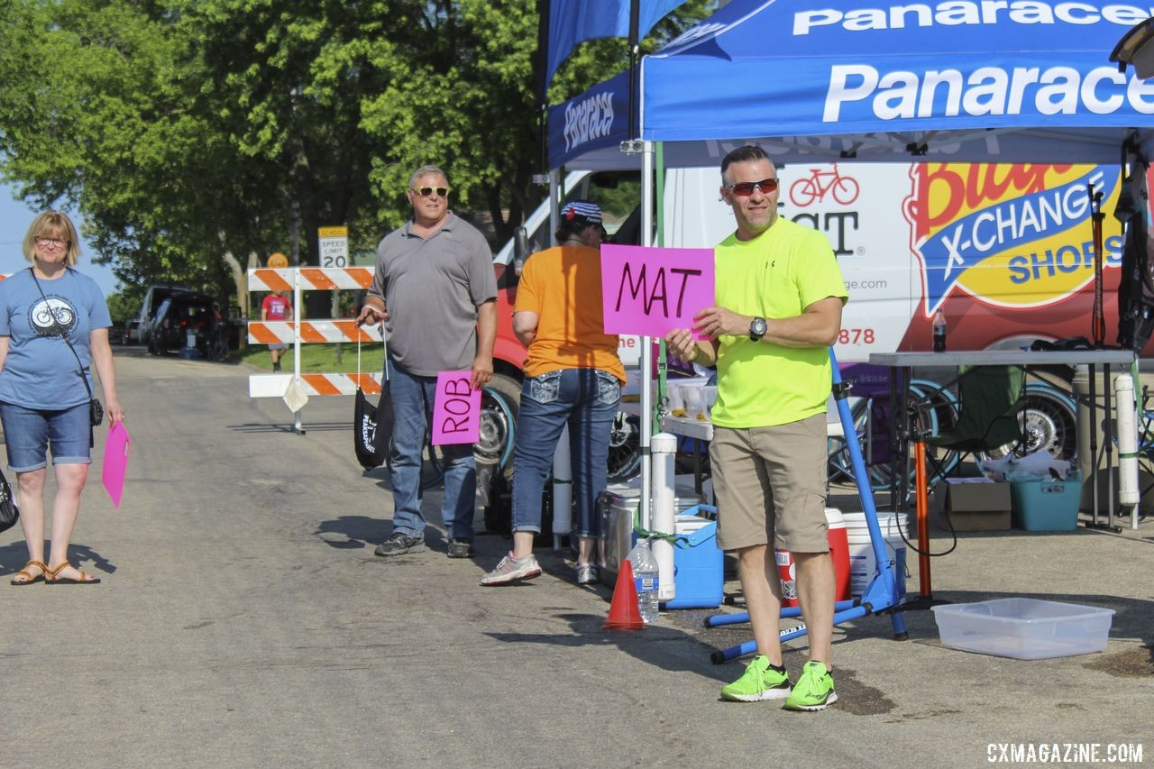 Pink signs were an addition for the team this year. 2019 Dirty Kanza 200, Panaracer / Factor p/b Bicycle X-Change Checkpoint 1. © Z. Schuster / Cyclocross Magazine