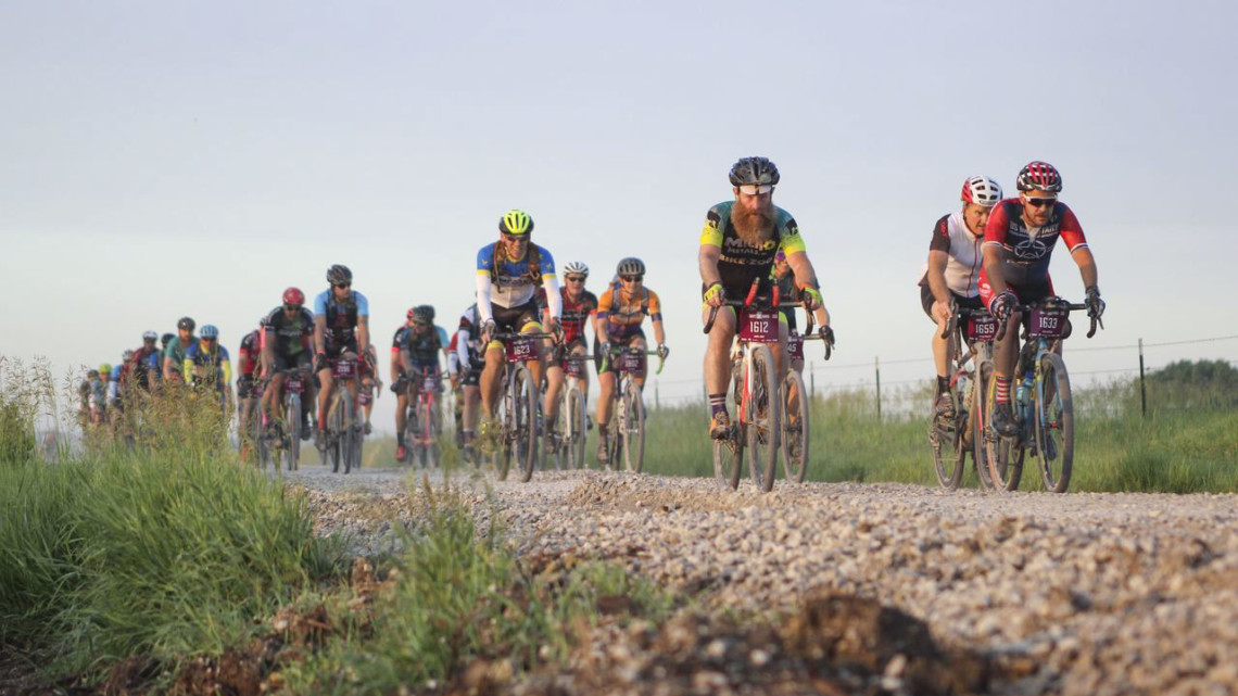 Large groups held strong before reaching E Kaw Reserve Road. 2019 Dirty Kanza 200 Gravel Race. © Z. Schuster / Cyclocross Magazine