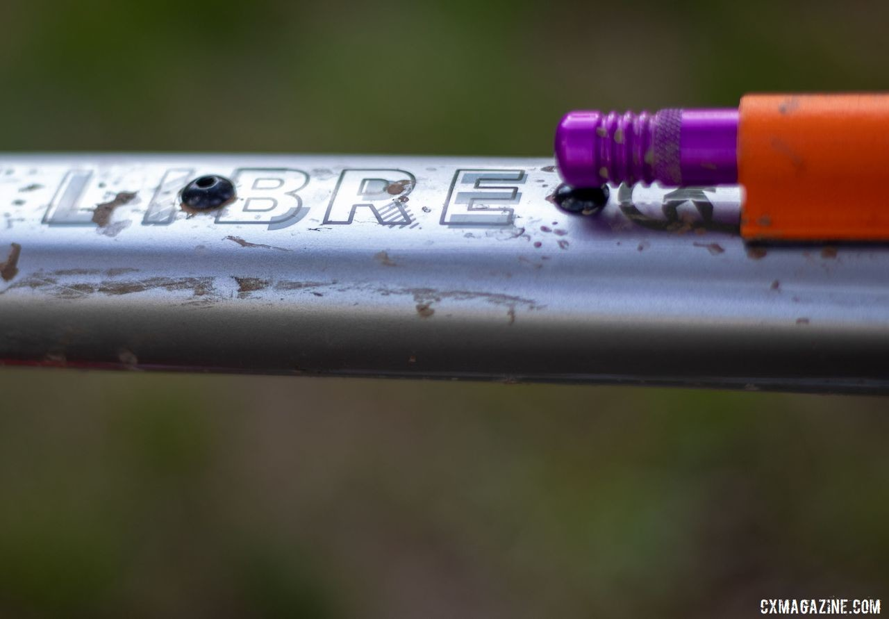 The Libre has mounting points for a top tube bag, but Wicks brought only a small plug kit. Barry Wicks' 2020 Team Edition Kona LIbre. 2019 Lost and Found gravel race. © A. Yee / Cyclocross Magazine