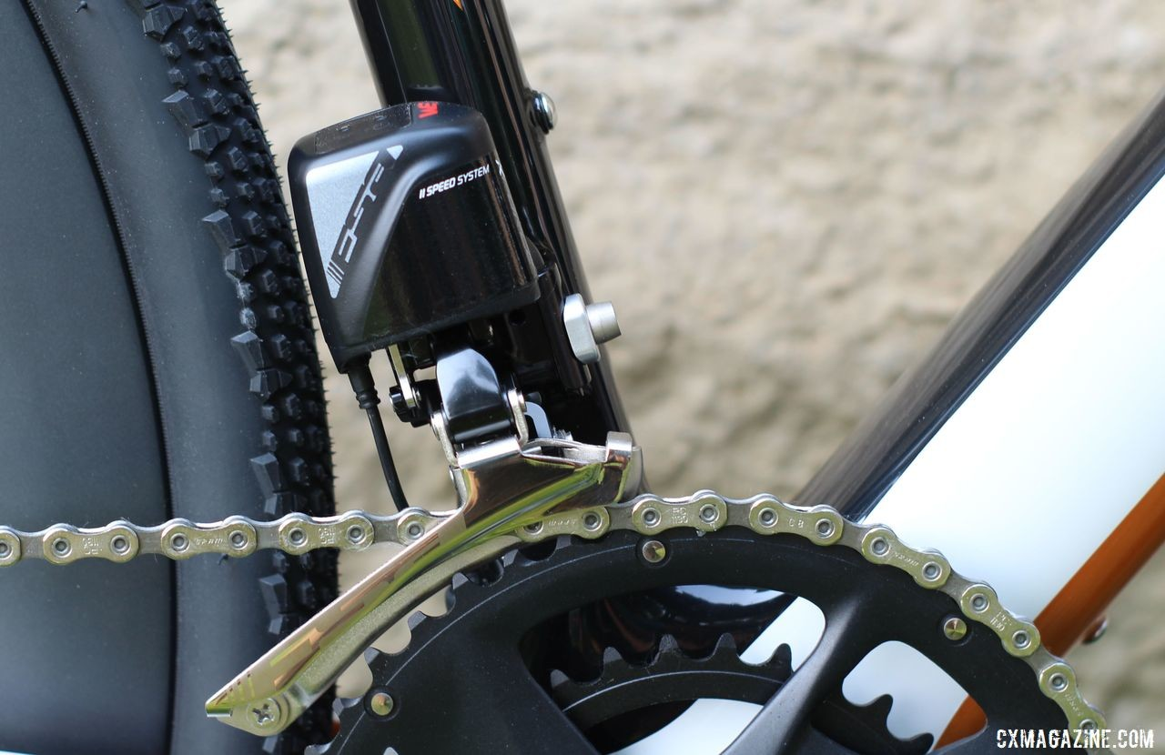 The demo bike had the FSA K-Force WE front derailleur. Blue Hogback Gravel Bike, 2019 Dirty Kanza Expo. © Z. Schuster / Cyclocross Magazine