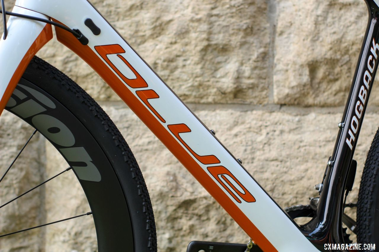 The Hogback has an orange, white and black colorway, contrary to what the company name might suggest. Blue Hogback Gravel Bike, 2019 Dirty Kanza Expo. © Z. Schuster / Cyclocross Magazine