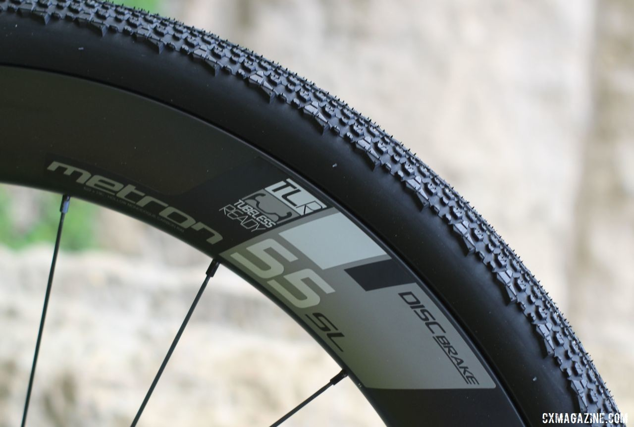 Vision Metron 55 SL carbon tubeless clinchers are available as an upgrade. Blue Hogback Gravel Bike, 2019 Dirty Kanza Expo. © Z. Schuster / Cyclocross Magazine