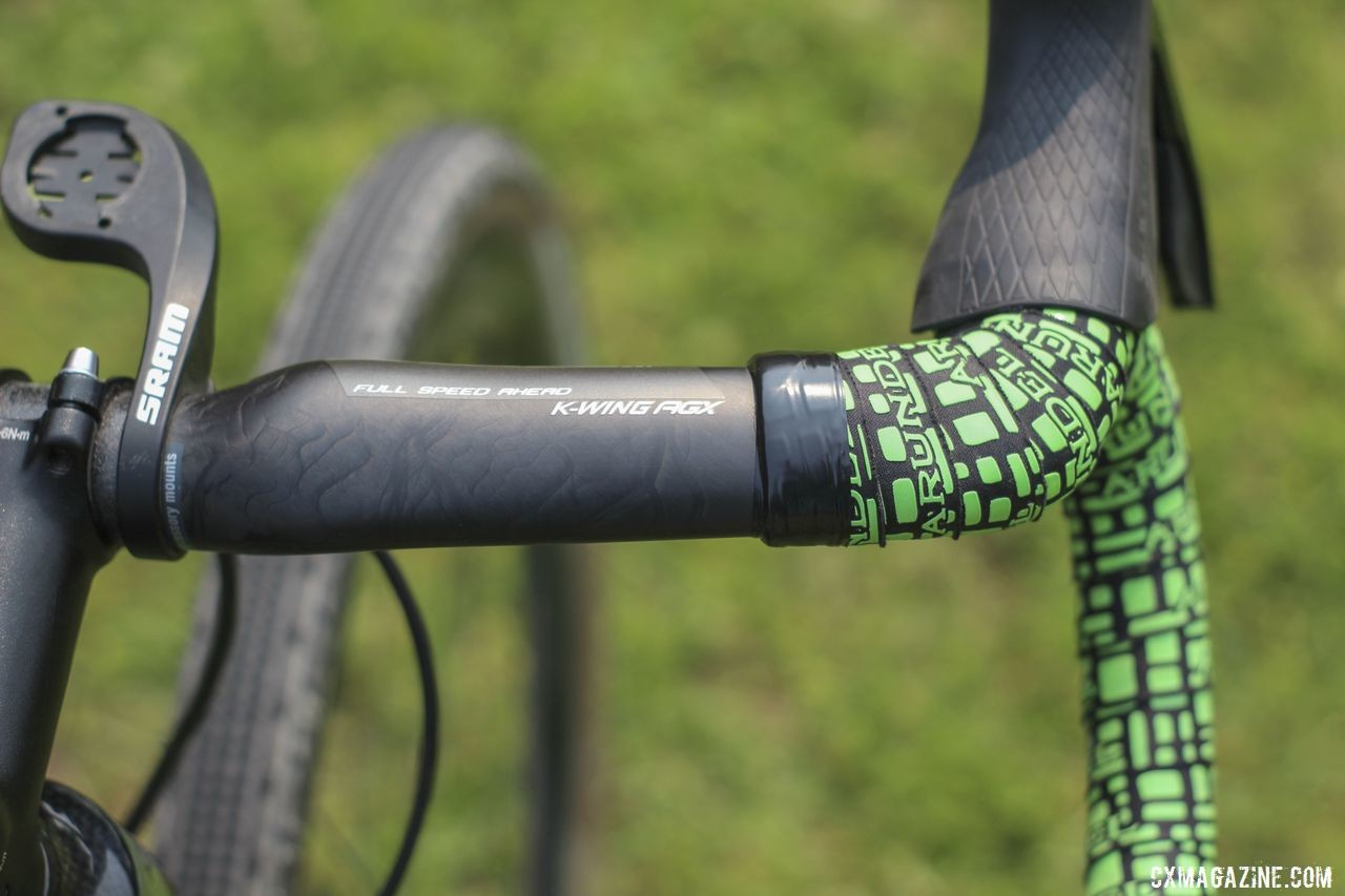 Even if she wanted to, the FSA X-Wing AGX bar kept her from running aero bars. Lauren De Crescenzo's Cannondale SuperX Gravel Bike. © Z. Schuster / Cyclocross Magazine
