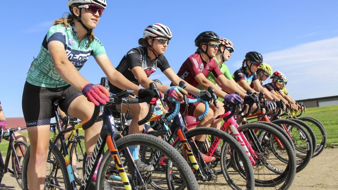 At the ready. 2019 Women's MontanaCrossCamp, Friday. © Z. Schuster / Cyclocross Magazine