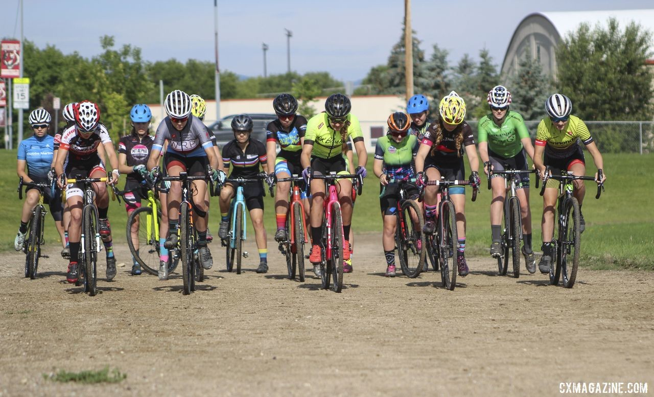 The holeshot drills started with a traditional cyclocross start. 2019 Women's MontanaCrossCamp, Wednesday AM. © Z. Schuster / Cyclocross Magazine