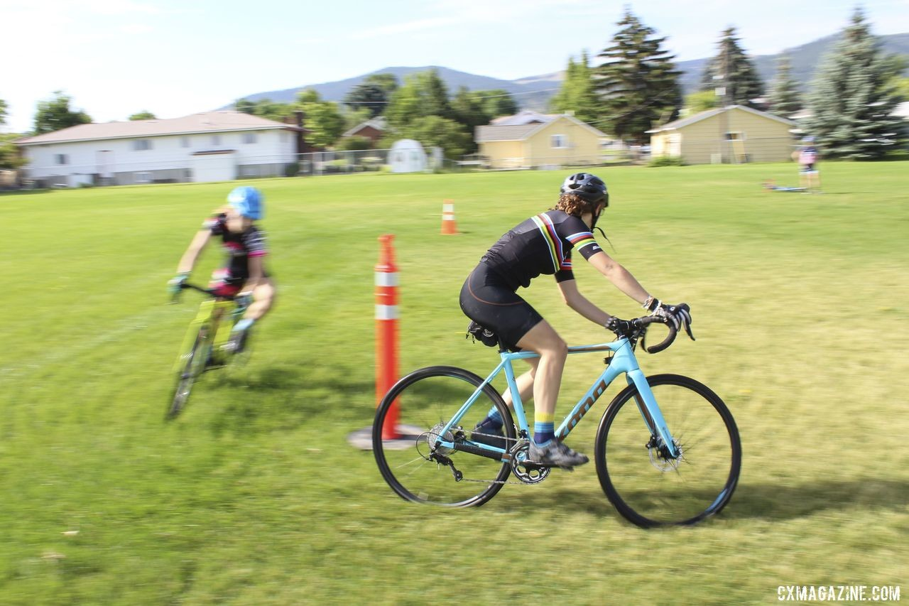 Campers paired up for the Figure 8 drill. 2019 Women's MontanaCrossCamp, Wednesday AM. © Z. Schuster / Cyclocross Magazine