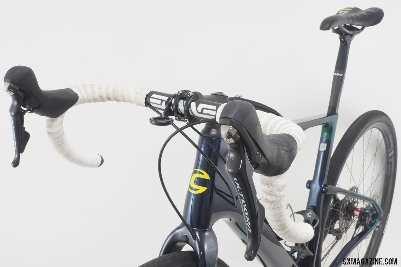 Grant ran Ultegra R8020 shift/brake levers with an ENVE road handlebar. Alex Grant's 2019 Crusher Cannondale Topstone Carbon. © Brandon Cross / Gear Rush