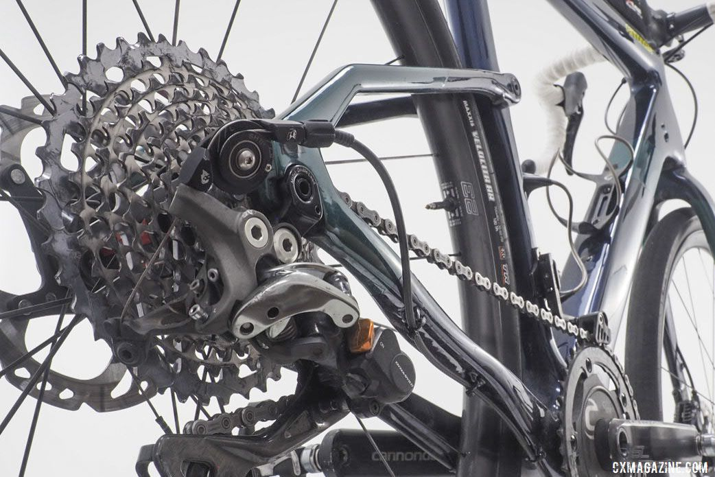 Grant used a WolfTooth Tanpan adapter to pair the mountain derailleur with road shifters. Alex Grant's 2019 Crusher Cannondale Topstone Carbon. © Brandon Cross / Gear Rush