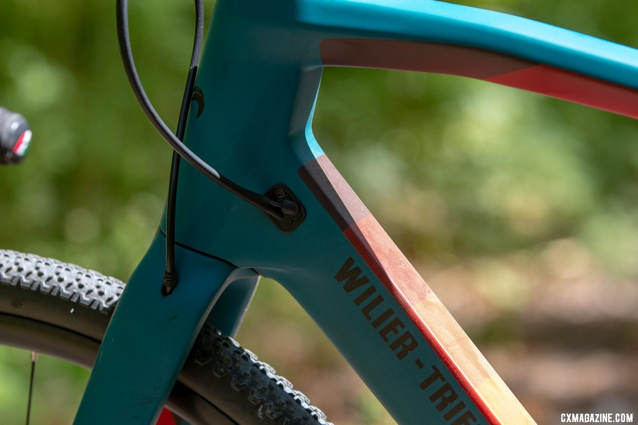 The Wilier Triestina Jena carbon gravel bike features internal routing for wires, cables and hoses in the frame and fork. © A. Yee / Cyclocross Magazine