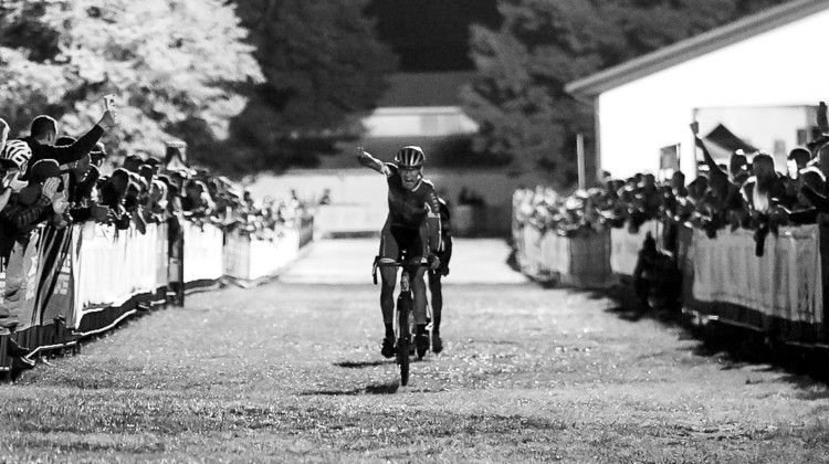 Lander Loockx outkicks Steve Chainel for the Friday Night win at 2019 Jingle Cross. © D. Mable / Cyclocross Magazine