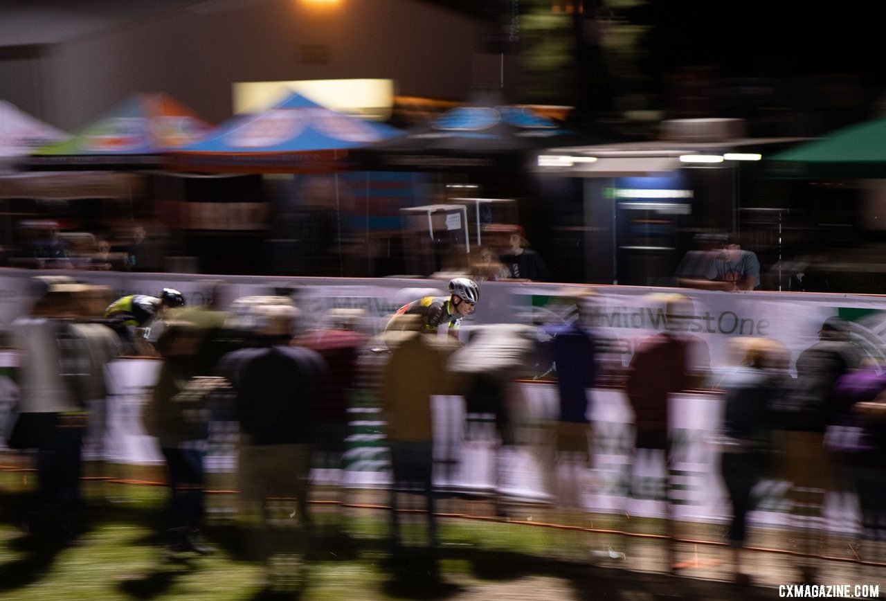 Loockx outkicks Chainel to win the 2019 Jingle Cross Friday Night Elite Men. © A. Yee / Cyclocross Magazine
