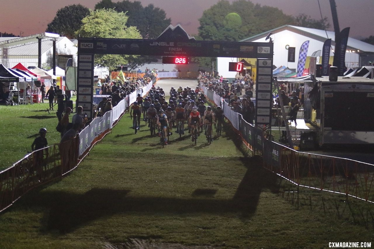 Manon Bakker helps lead out the holeshot Friday night. 2019 Jingle Cross Friday Night Elite Women. © D. Mable / Cyclocross Magazine