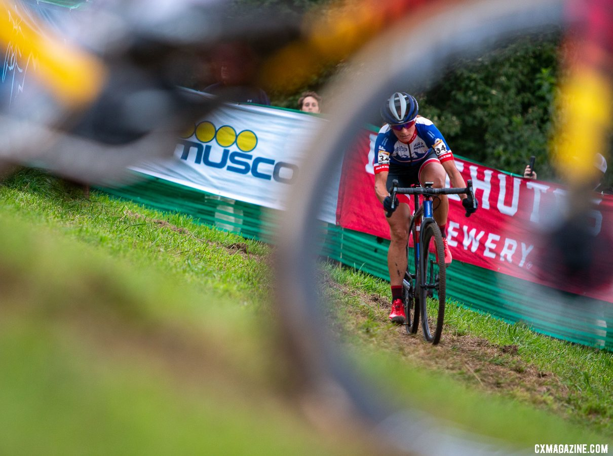 Nash focused in her chase of Rochette. 2019 Jingle Cross World Cup. Elite Women. © A. Yee / Cyclocross Magazine