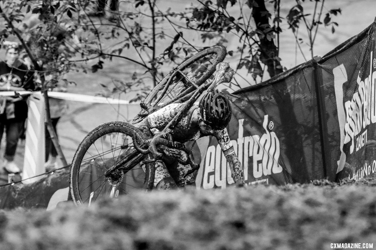 Iserbyt climbed his way back to the front, and never looked back. 2019 World Cup Waterloo, Elite Men. © D. Mable / Cyclocross Magazine