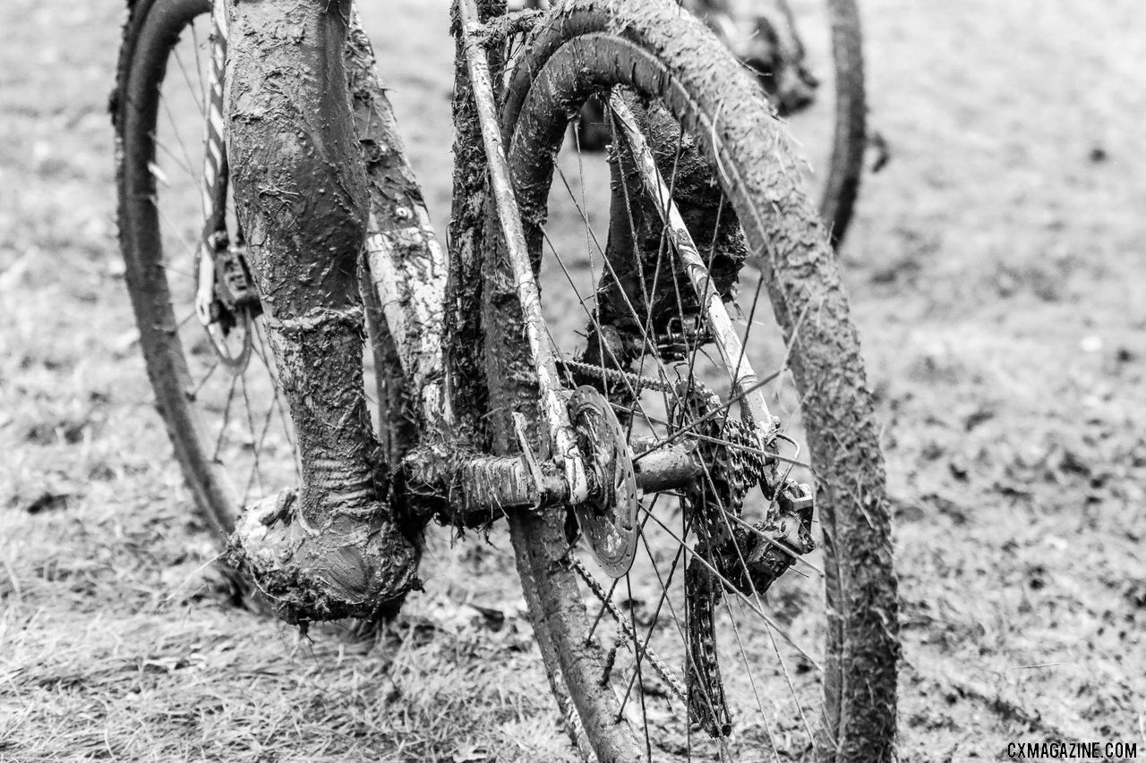 It was a day to rival any Belgian muddy race. The pits were busy washing bikes like Kerry Werner's (pictured). 2019 World Cup Waterloo, Elite Men. © D. Mable / Cyclocross Magazine