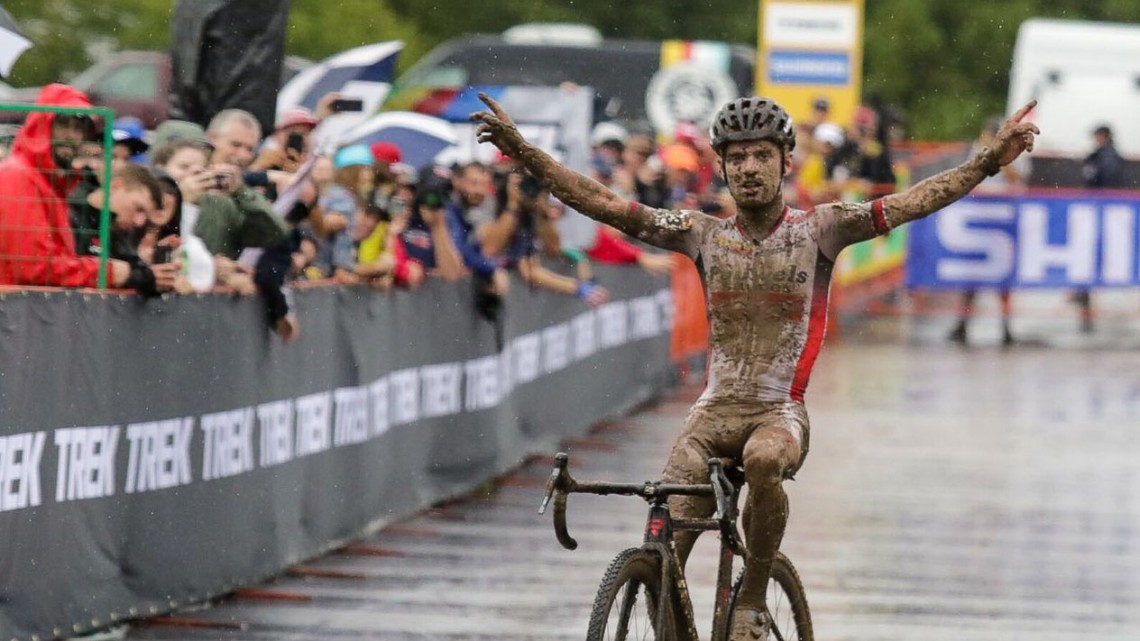 Eli Iserbyt runs away to a 2019 World Cup Waterloo win. Elite Men. © D. Mable / Cyclocross Magazine